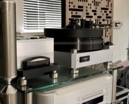 Amari LP-82s turntable