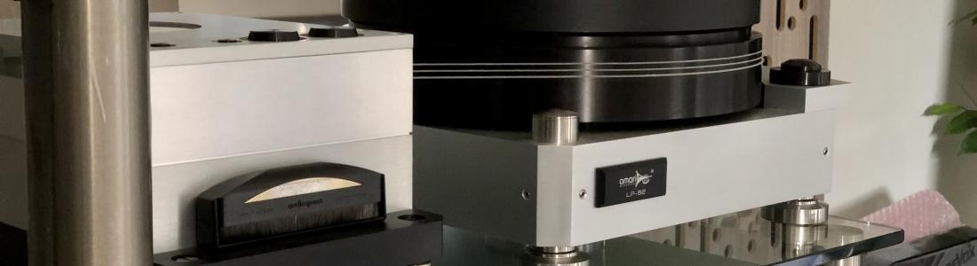 Amari LP-82 turntable